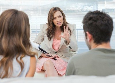 Psychologist discussing with a couple in trouble london psychiatry